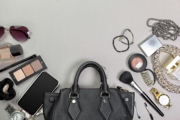 Ver en el bolso de las mujeres