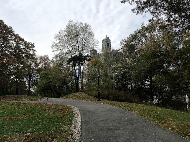 Ver en los edificios del upper west side desde la colina de central park, nueva york