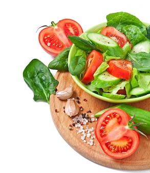 Verduras frescas en blanco
