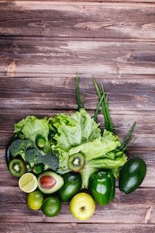 Verduras frescas, frutas y vegetación. vida sana y comida.
