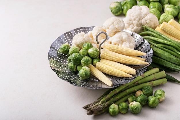 Verduras frescas listas para cocinar.