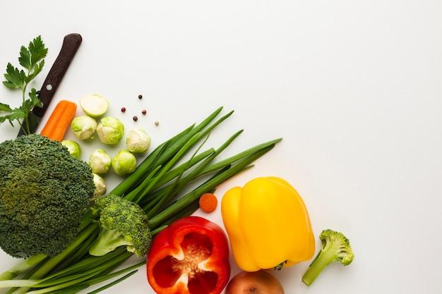 Las verduras planas se mezclan con espacio de copia