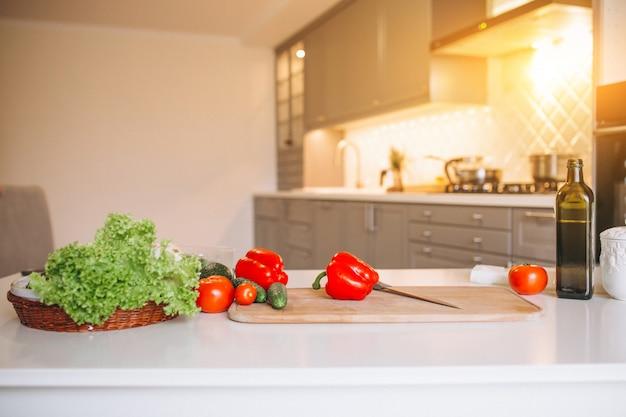 Verduras saludables en la cocina.