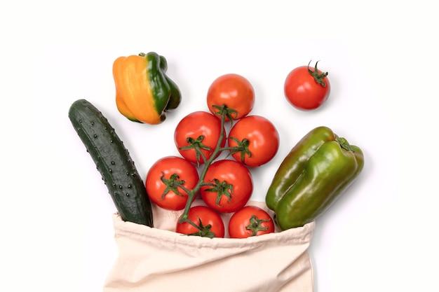 Verduras de verano en bolsa de algodón ecológica reutilizable