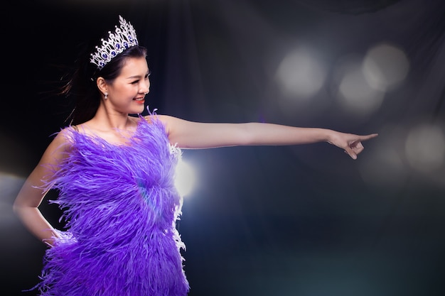 Vestido de concurso de concurso de miss pageant con corona de diamantes