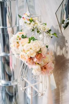 Vestido de diseño floral vestido de flores de moda floral arreglo floral delicadas peonías pastel delicadas