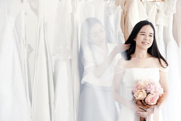 Vestidos de dama de honor están disponibles en muchos estilos.