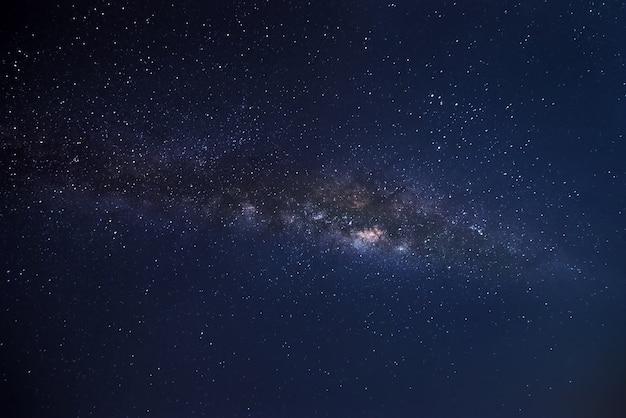 Vía láctea galaxia con estrellas y polvo espacial en el cosmos