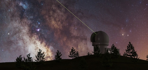 Vía láctea con gran telescopio en el horizonte y pinos en silueta y láser verde apuntando al infinito