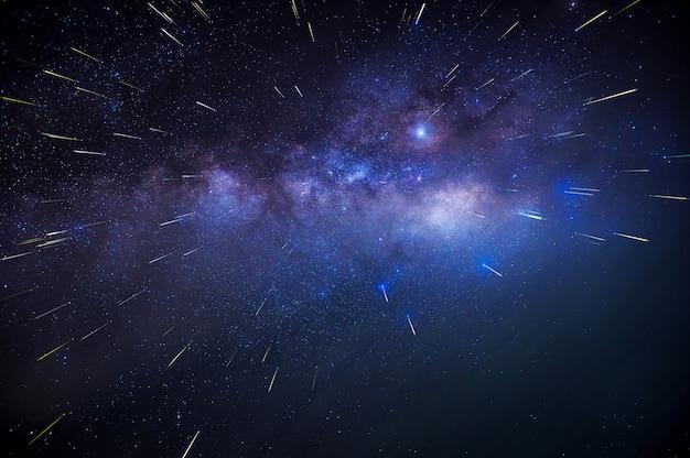 Vía láctea y lluvia de meteoros.