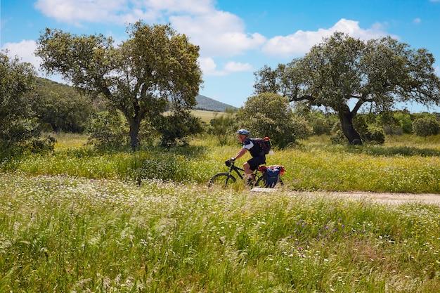 Via de la plata camino ciclista a santiago en españa.