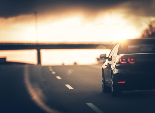 Viaje en coche en la autopista