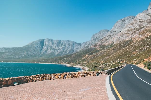 Viaje panorámico por la península del cabo con vista al mar y a las montañas, sudáfrica