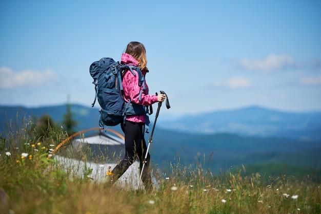 Viajero con mochila