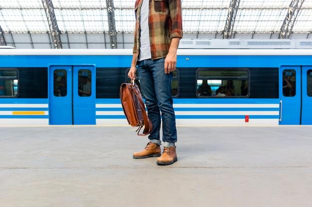 Viajero de primer plano en metro