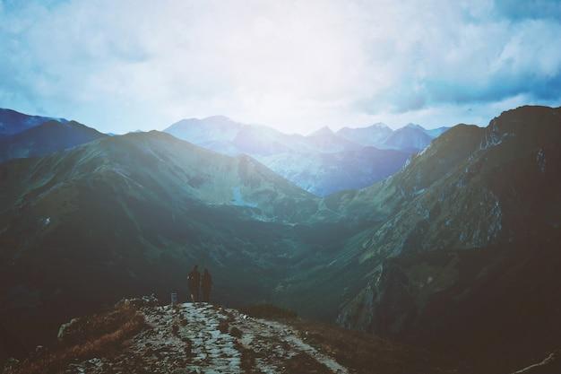 Viajes y naturaleza en las montañas.