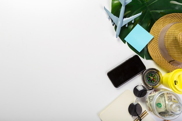 Viajes, vacaciones de verano, turismo y concepto de objetos.