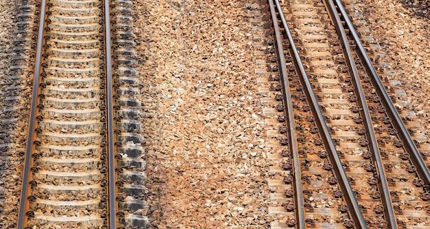 Vías de ferrocarril para material de diseño.
