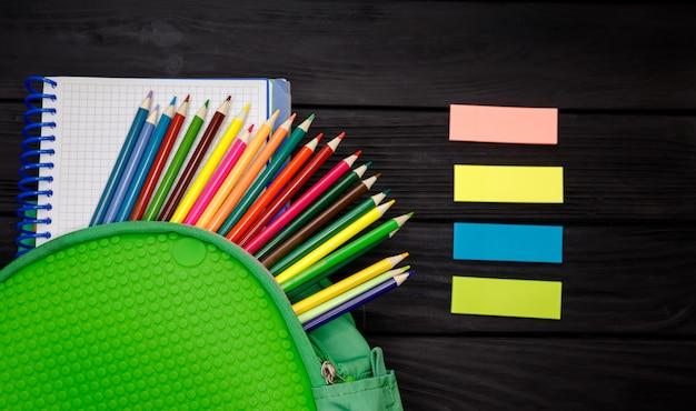 La vida cotidiana de escolares y estudiantes. concepto de educacion
