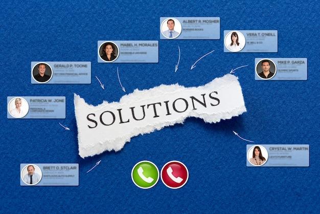 Videollamada grupal con un fondo con las soluciones de mensajes.