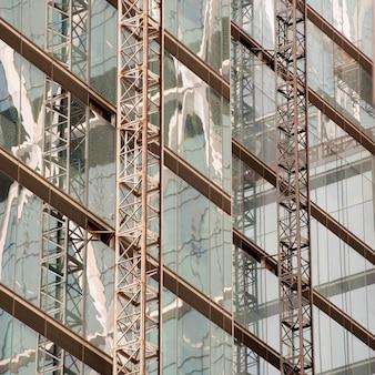 Vidrio exterior de un edificio en manhattan, nueva york, estados unidos