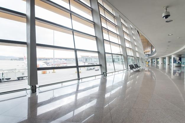 Vidrio terminal de negocio arquitectura caminar