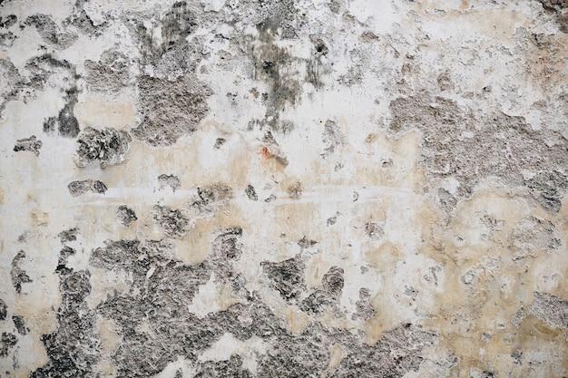 Una vieja pared pintada pelada rústica.
