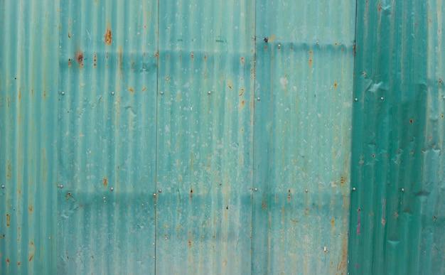 Viejas láminas de zinc oxidado para fondo texturizado.