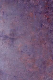 Viejo fondo violeta lamentable del metal con textura.