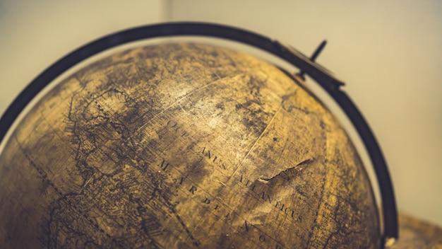 Viejo modelo esférico del globo del mundo