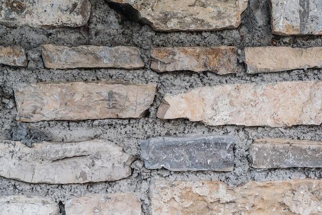 Viejo muro de ladrillo degradado, primer plano. exterior sucio de la pared de piedra del ladrillo viejo de grunge.