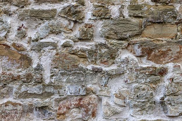 Viejo muro de piedra al aire libre