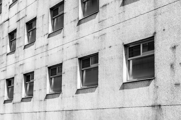 Viejo patrón de ventana en blanco y negro