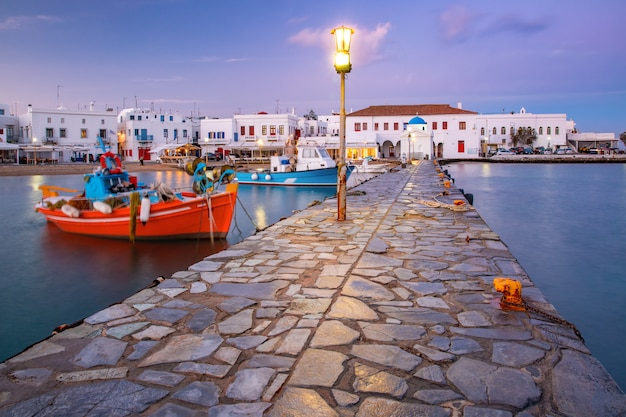 Viejo puerto al atardecer, mykonos, grecia