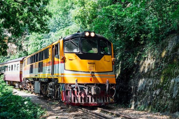 Viejo tren en tailandia