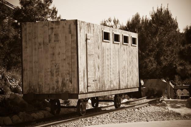 Viejo vagón ferroviario de madera