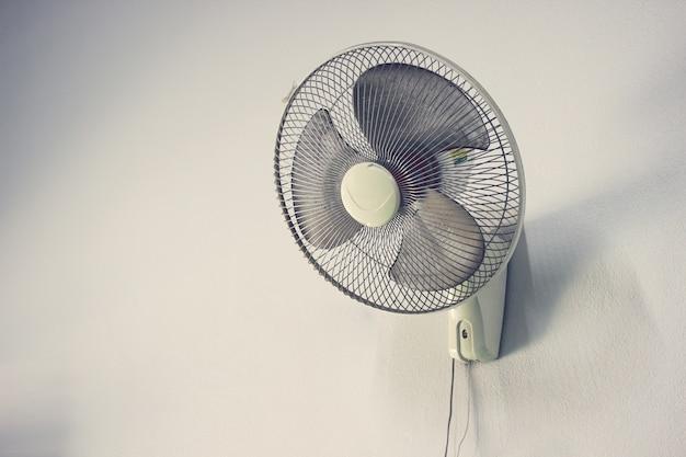 Viejo ventilador de pared