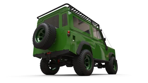 Viejo y verde suv pequeño preparado para rutas y expediciones difíciles