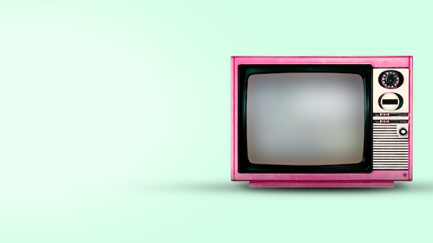 Viejo vintage tv en fondo verde