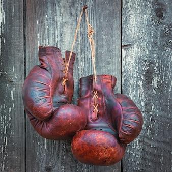 Viejos guantes de boxeo
