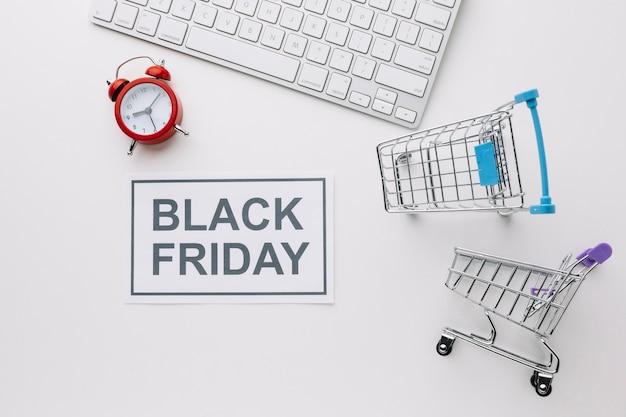 Viernes negro carros de compras y teclado