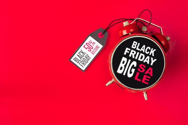 Viernes negro gran venta despertador con etiqueta