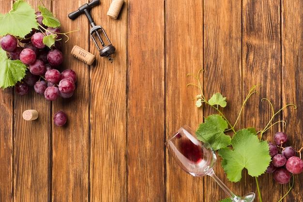 Viñas y uvas para vino tinto.