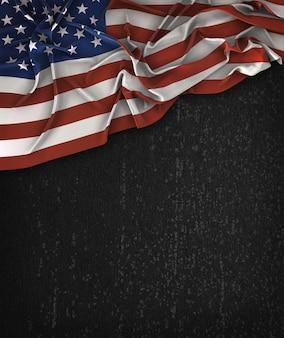 Vintage de la bandera de américa los eeuu en una pizarra negra del grunge con el espacio para el texto