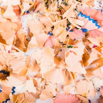 Virutas de lápices de colores en desorden