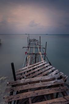 Visión desde la isla de maafushi en el atolón de kaafu en maldivas.