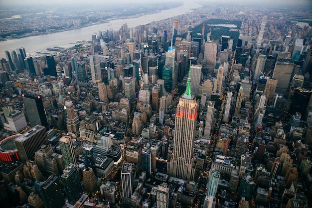Vista aérea de aviones no tripulados de la ciudad de nueva york