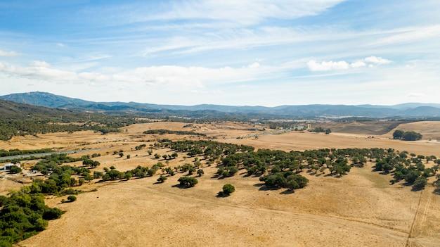 Vista aérea de aviones no tripulados de hermosa tierra