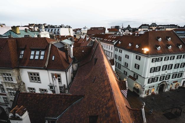 Vista aérea del ayuntamiento de la ciudad vieja de bratislava