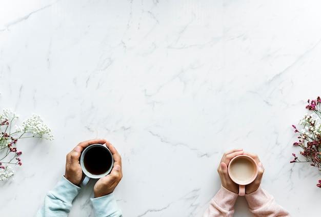Vista aérea de la bebida de té caliente